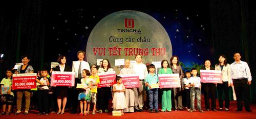 """TỔNG CÔNG TY TÍN NGHĨA: ĐỒNG NAI """"CÙNG CÁC CHÁU VUI TẾT TRUNG THU"""" NĂM 2013 - 4"""