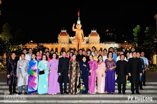 Thướt tha tà áo đêm khai mạc Lễ hội áo dài TPHCM lần IV - 2017 - 1