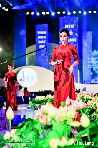 Thướt tha tà áo đêm khai mạc Lễ hội áo dài TPHCM lần IV - 2017 - 16