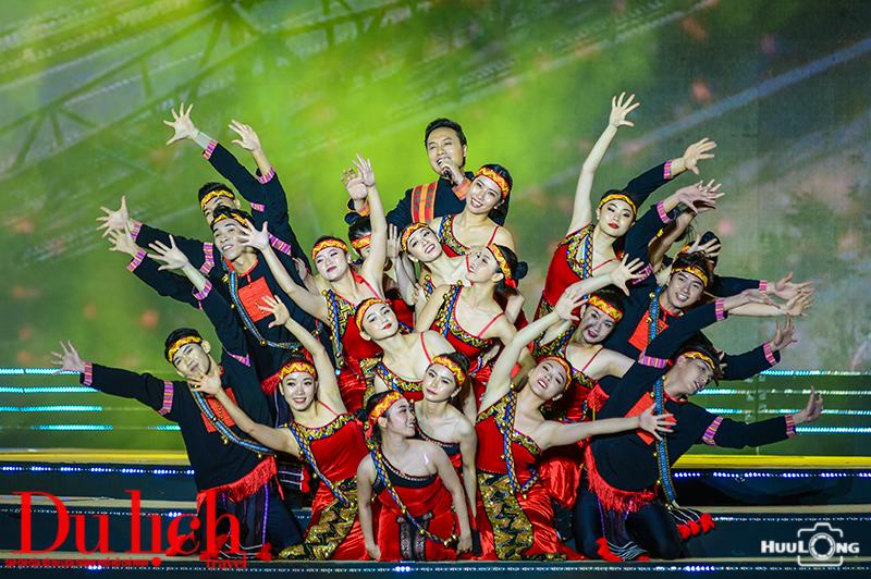 Hoành tráng Chương trình khai mạc Lễ hội Thổ cẩm Việt Nam lần II-2020 - 1