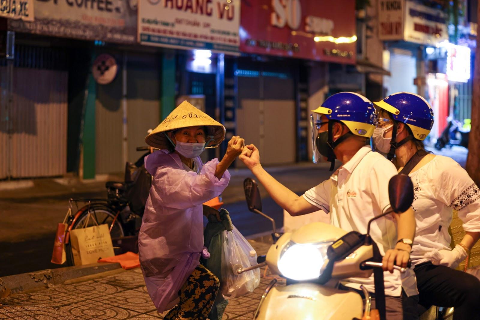 Bánh mì Sài Gòn 0 đồng mùa dịch, trả phí bằng nụ cười - 3