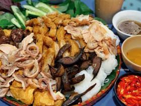 Người nước ngoài ở Hà Nội thèm bún đậu mắm tôm, bia hơi