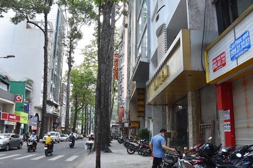 Khách sạn rao bán khắp nơi - 1