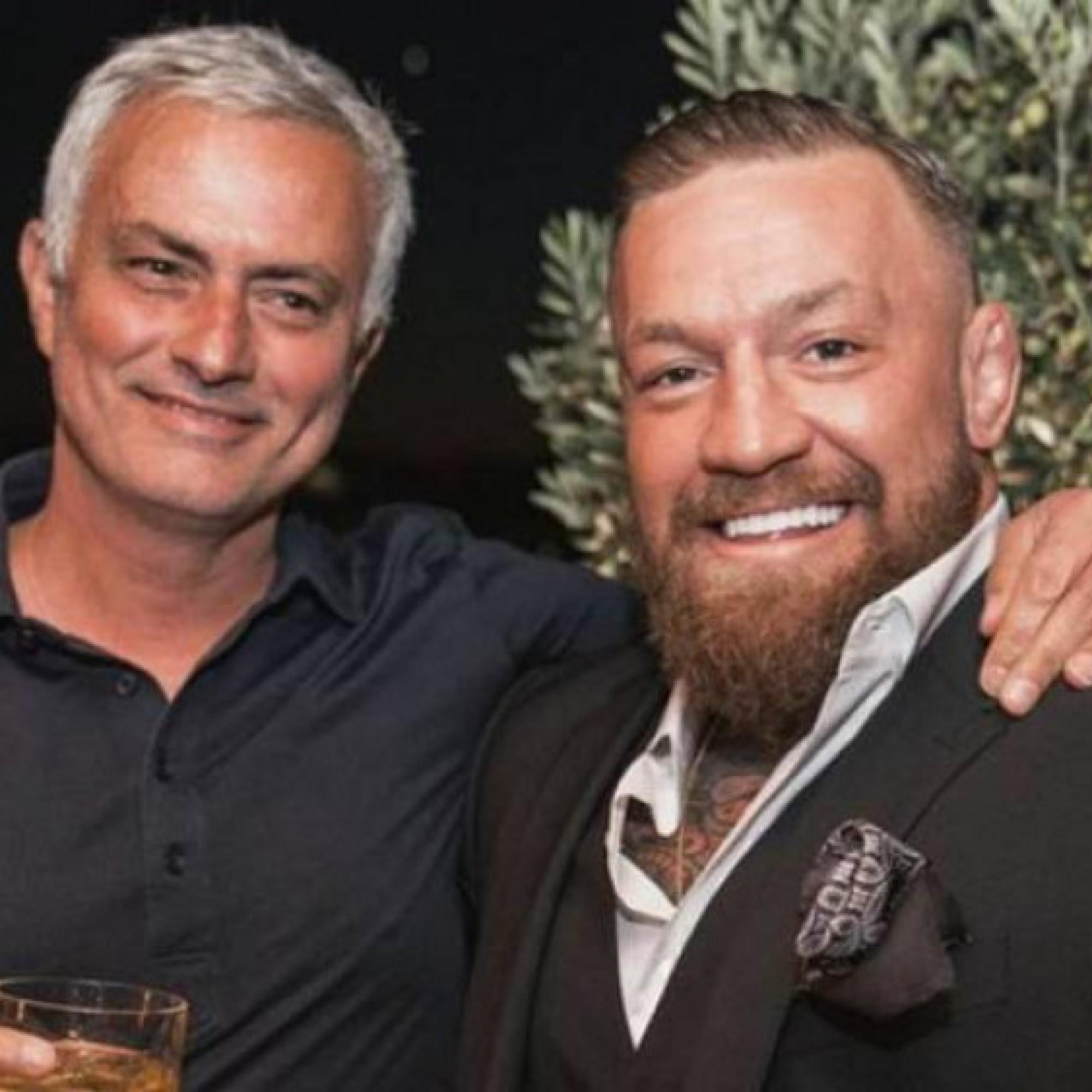 """Nóng nhất thể thao sáng 17/10: """"Gã điên"""" McGregor được HLV Mourinho tặng quà đặc biệt"""